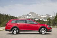 Public test drives 2017 Golf Alltrack