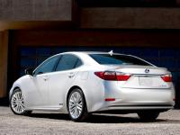 2013 LEXUS 300h: Handsome hybrid