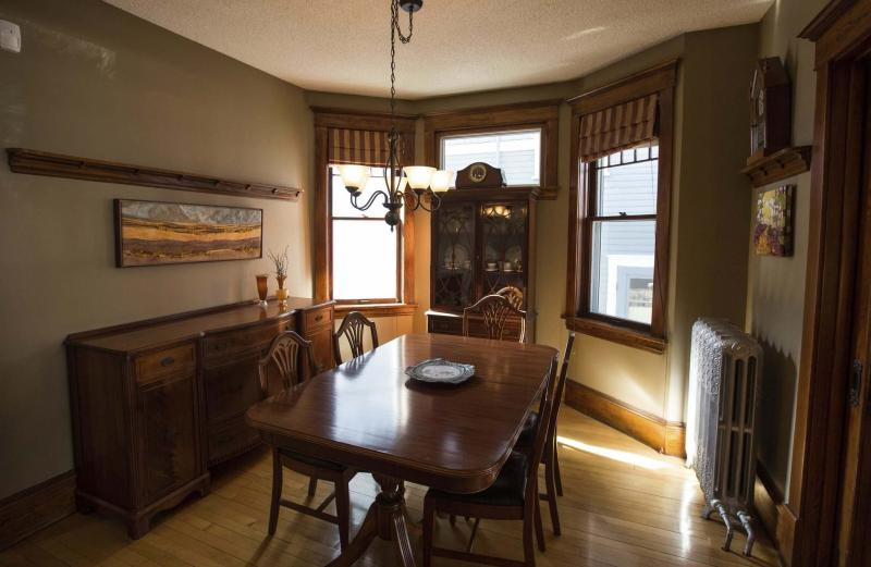 <p>PHOTOS BY MIKE DEAL / WINNIPEG FREE PRESS</p><p>The dining room with unique windows.</p></p>