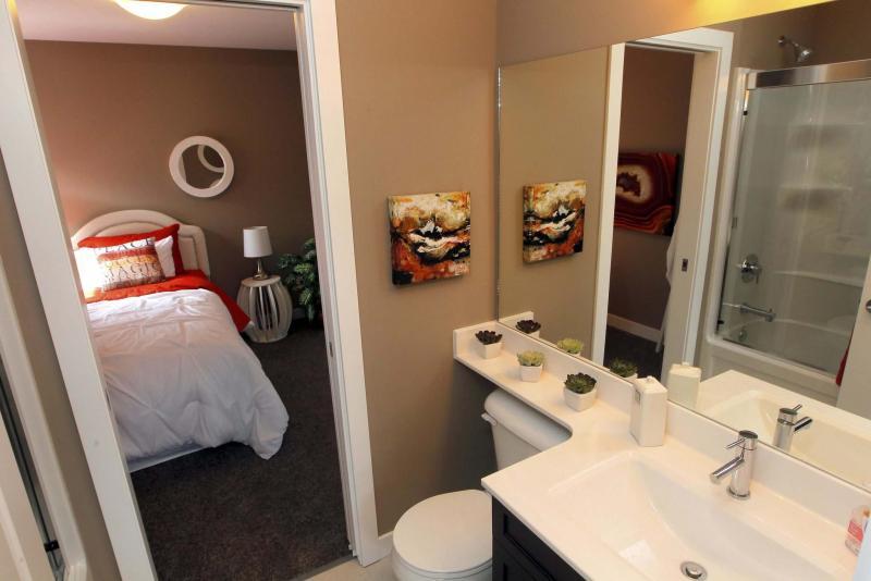 <p>BORIS MINKEVICH / WINNIPEG FREE PRESS</p><p>331 Stan Bailie Drive, connecting bathroom for kids rooms.</p>