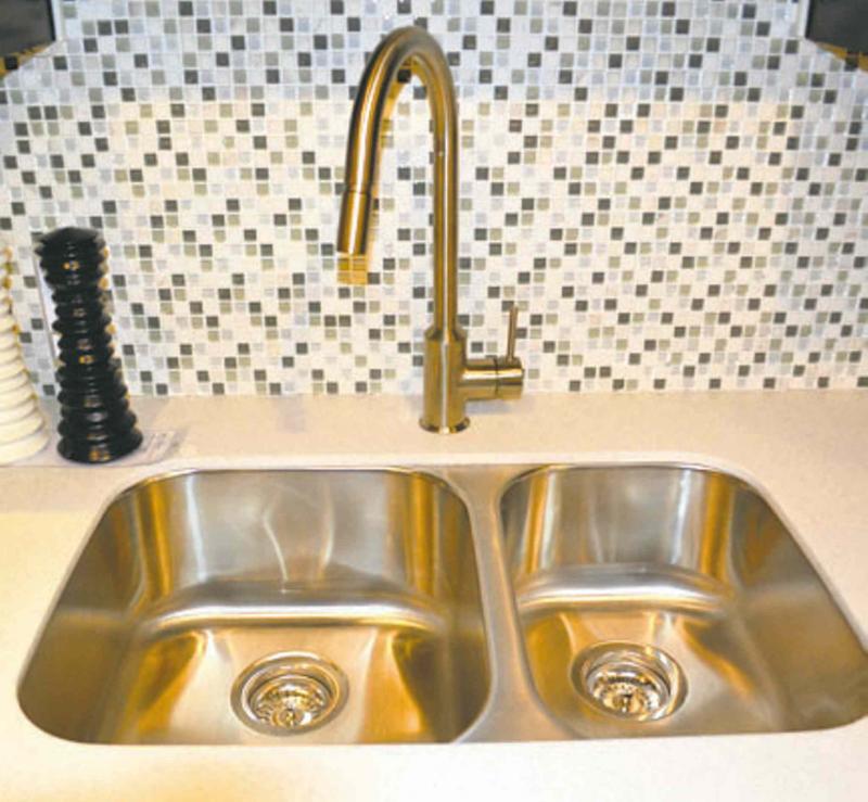 Kitchen Renovation Winnipeg: RENOVATIONS: You Won't Throw Out These Kitchen Sinks
