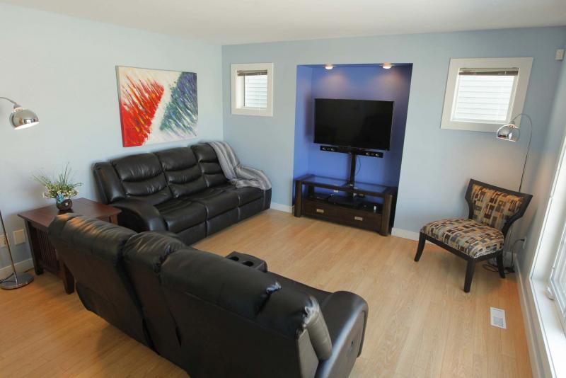 <p>BORIS MINKEVICH / WINNIPEG FREE PRESS</p><p>The living room features a built-in TV niche.</p>