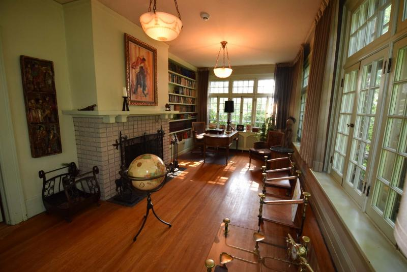 <p>Todd Lewys / Winnipeg Free Press</p><p>Surrounded by windows, the den is a bright yet warm space that shares a wood-birning fireplace with the adjacent sitting room.</p>