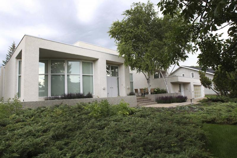 <p>26 Burnley Place in Tuxedo has plenty of curb appeal.</p>