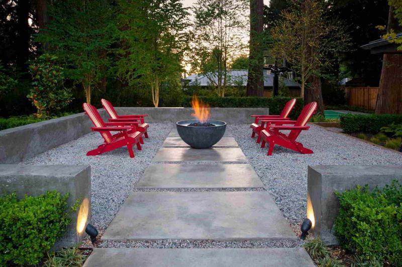 <p>Solus Decor</p><p>Contemporary, minimalist design forms the basis for this concrete natural gas fire pit bowl. </p>
