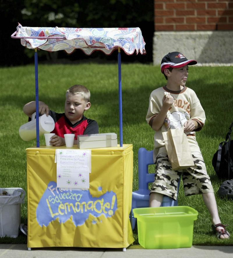 <p>Greg Southam / Edmonton Journal files</p><p>A lemonade stand can be an excellent learning experience, but experts suggest you should allow your kids to make their own decisions about pricing and presentation. </p>