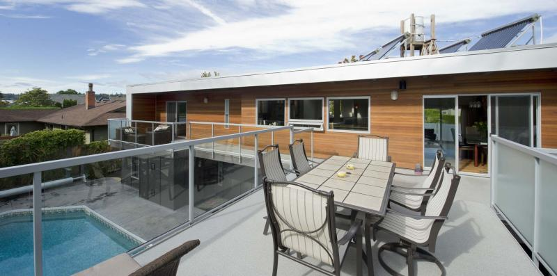 <p>FRANCES LITMAN / TIMES COLONIST files</p><p>This fancy deck with glass panels overlooks a swimming pool.</p></p>
