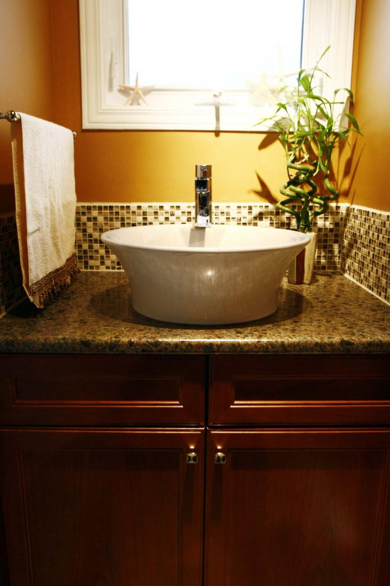 <p>Jean Levac / Ottawa Citizen</p><p>Because a vessel sink sits higher on a bathroom counter it is easier on your back when washing up. </p>