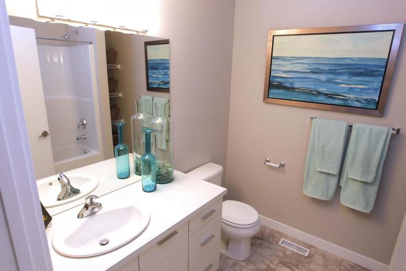 <p>BORIS MINKEVICH / WINNIPEG FREE PRESS</p><p>The ensuite bath features a soaker tub.</p>