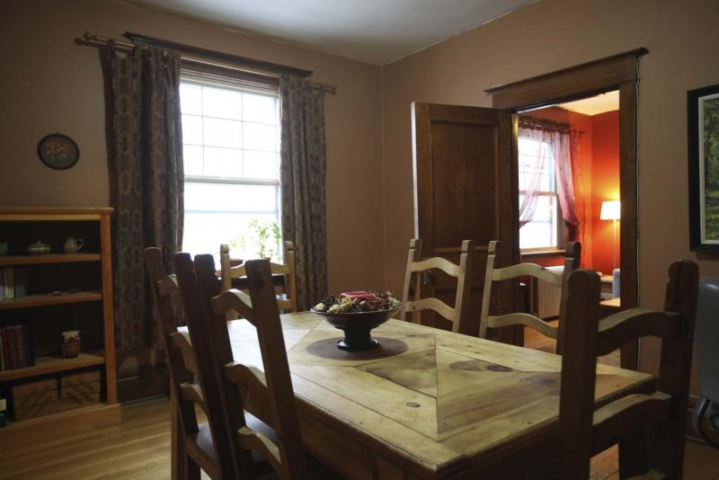 <p>RUTH BONNEVILLE / WINNIPEG FREE PRESS</p><p>A former bedroom, the dining room can comfortably seat six to eight people.</p>