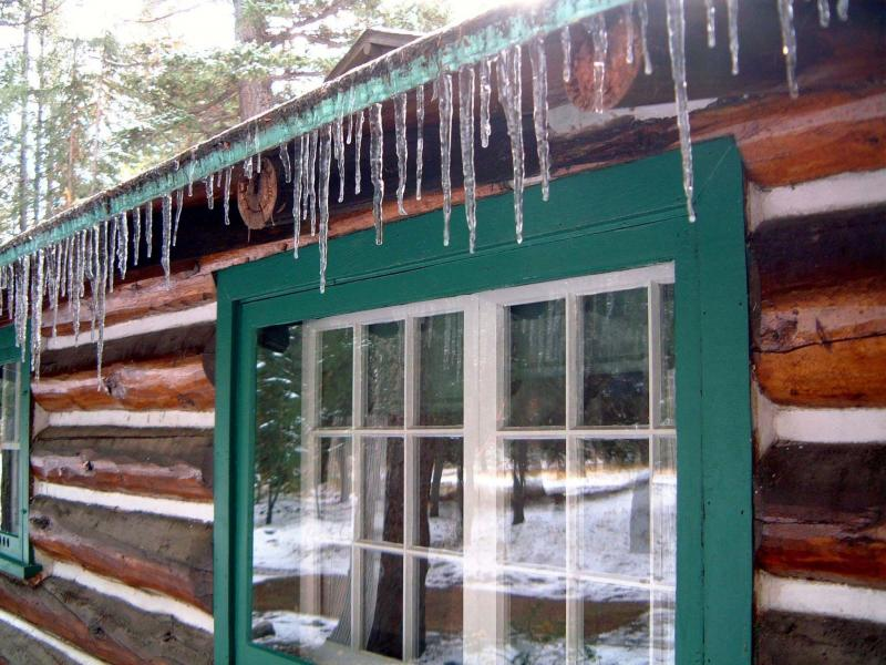 <p>Paul Bennett / Edmonton Journal files</p><p>With thoughtful preparation, winter cottage use should be problem-free.</p>