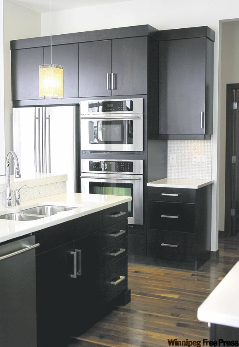 Let there be light winnipeg free press homes for Kitchens with black cabinets and white countertops
