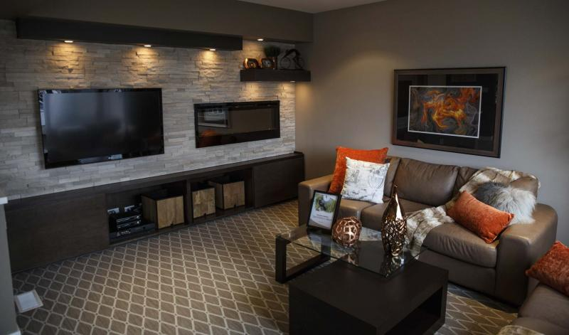<p>MIKE DEAL / WINNIPEG FREE PRESS</p><p>The living room is a cosy space for big families.</p>