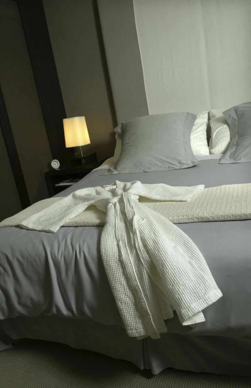 <p>Bruno Schlumberger / Ottawa Citizen </p><p>Egyptian cotton sheets are a luxurious, high-quality way to keep cool in the bedroom. </p>