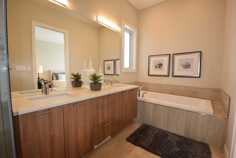 Ensuite Bathroom Winnipeg let there be light - winnipeg free press homes