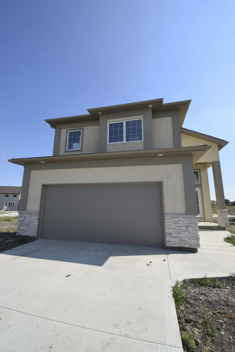<p>Photos by Todd Lewys / Winnipeg Free Press</p><p>While the home at 31 Larry Vickar Dr. E. (above), in Devonshire Village, is 'only' 1,573 square feet, it feels a good deal larger — all thanks to subtle design features and an exceptional, light-filled layout (right).</p>