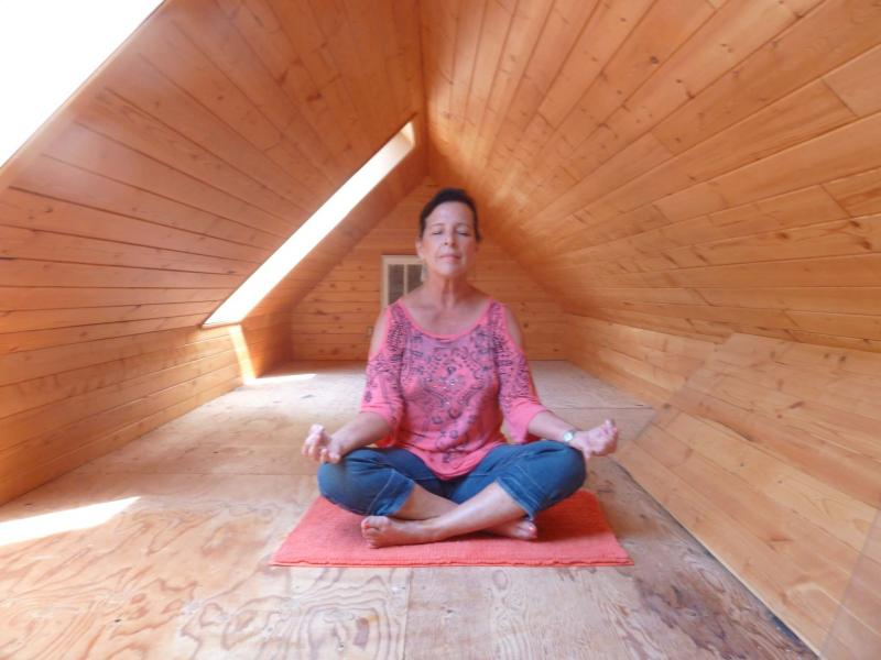 <p>Photos by Laurie Mustard / Winnipeg Free Press</p><p>Laurie Gydé does yoga in a room she and I just recently discovered in her home.</p></p>