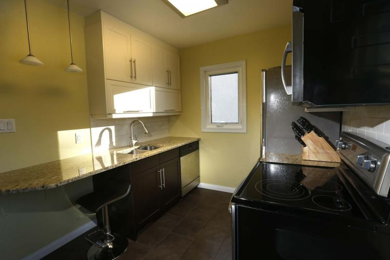 <p>WAYNE GLOWACKI / WINNIPEG FREE PRESS</p></p><p>The kitchen, while compact, is full of fashion and function.</p>