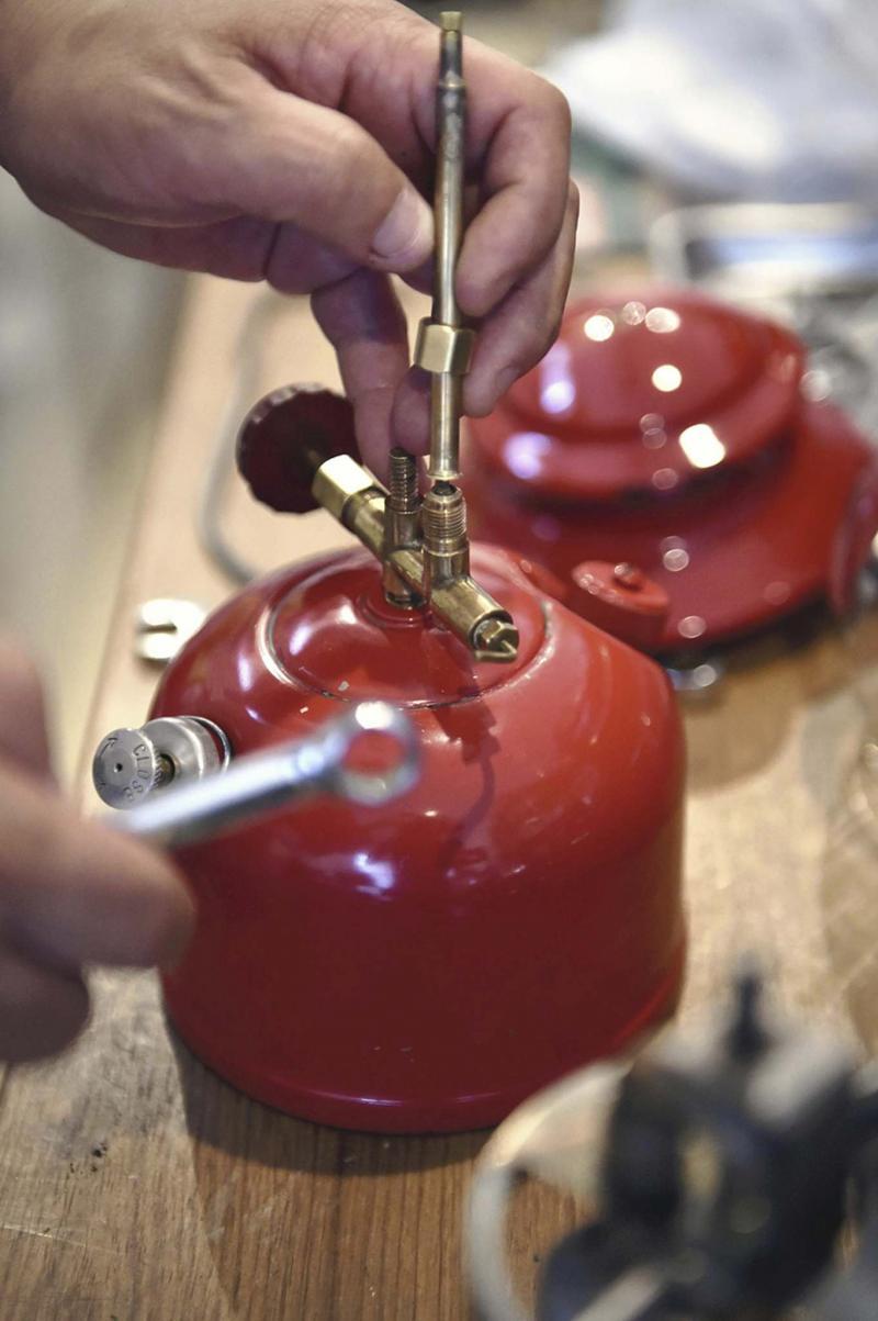 <p>Japan News-Yomiuri</p><p>Good maintenance can expand a lantern's service life.</p></p>