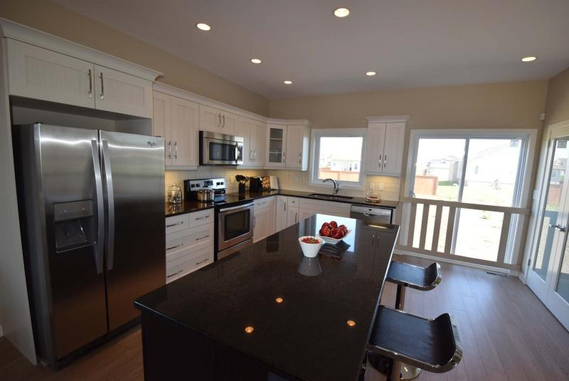 <p>TODD LEWYS / WINNIPEG FREE PRESS</p><p>There is excellent flow to the kitchen.</p>