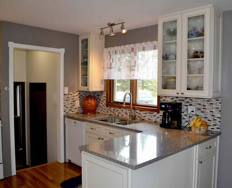 Cabinet quality something worth considering winnipeg for Kitchen cabinets winnipeg
