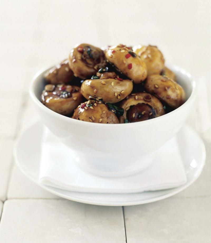 <p>The Canadian Press</p><p>Most mushrooms can be cleaned simply by soaking them in a bowl of water and swishing them around. However, Morel mushrooms needs brushing to remove dirt from the many crevices.</p>