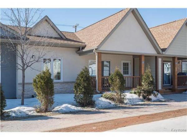 Home Photo - 2-1815 Corydon Avenue