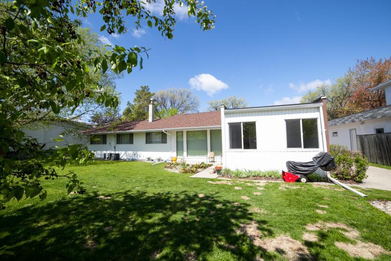 67 Forest Park Drive R2v 2r5 3 Bedroom House For Sale
