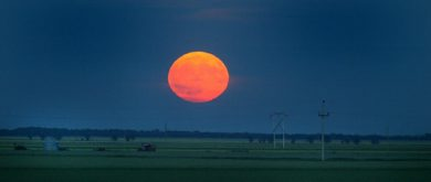 PHIL HOSSACK / WINNIPEG FREE PRESS 060710 The full moon rises above the prairie south of Winnipeg Monday evening.
