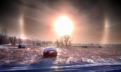 Marc Gallant / Winnipeg Free Press. Local- Weather standup. Sundog. Refraction of light through ice crystals which caused both the sun dog and and fog along McPhillips Road early Wednesday morning. 071205.