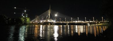 PHIL.HOSSACK@FREEPRESS.MB.CA 100527-Winnipeg Free Press THe Provencher Foot Bridge is lit up
