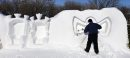 Snow sculptor ...