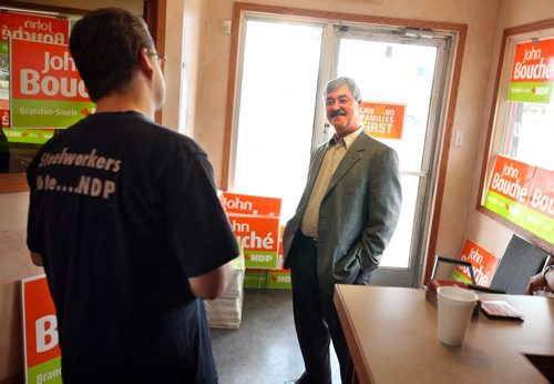 Brandon Sun Brandon-Souris NDP candidate John Bouché checks out his campaign's new office on its first day of operation, Thursday afternoon.  (Colin Corneau/Brandon Sun)