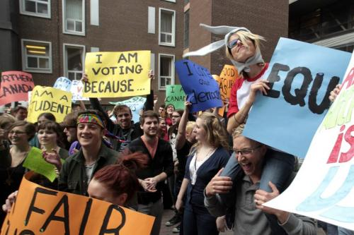 "MIKE.DEAL@FREEPRESS.MB.CA 110427 - Wednesday, April 27, 2011 - A few hundred students showed up for a ""vote mob"" at the University of Winnipeg around the lunch hour. The planed event was designed to encourage young people to vote. See Nick Martin story. MIKE DEAL / WINNIPEG FREE PRESS"