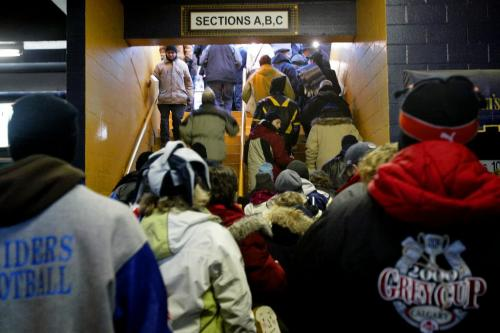 CHRISTOPHER PIKE/WINNIPEG FREE PRESS Spectators enter the stadium  BC Lions vs. Montreal Alouettes during the 94th Grey Cup at Canad Inns Stadium in Winnipeg, Man. on Sunday Nov. 19, 2006.