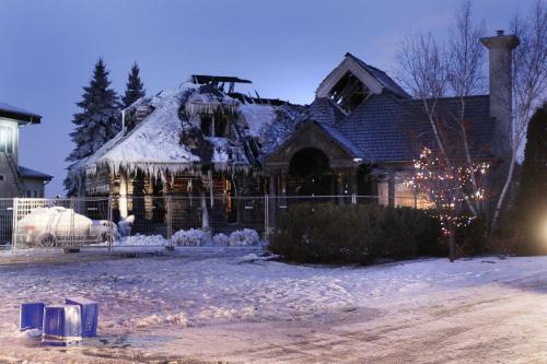 December 16, 2011 - 111216  - Photograph of a home in the 100 block of Shoreline that went up in flames Friday morning, December 16, 2011.    John Woods / Winnipeg Free Press