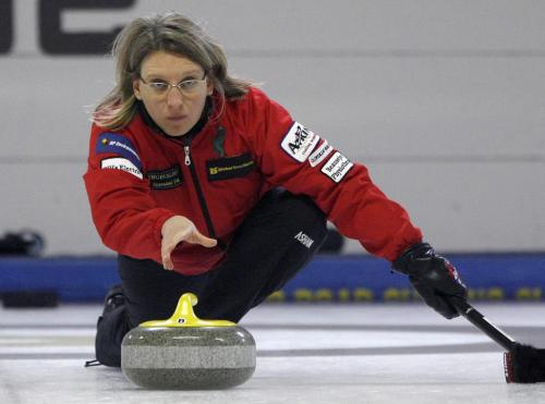 John Woods / Winnipeg Free Press / January 13/07 - 070113  -  Shaun Streich curls against  Cassie Johnson in the MCA Women's Bonspiel at the Asham Arena January 13/07.