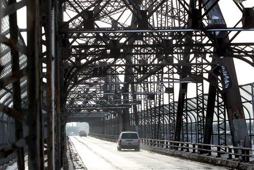 View of  Arlington Street Bridge facing south. Feb 01 , 2012 (Ruth Bonneville / Photographer) Winnipeg Free Press