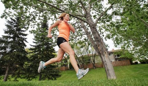Kris Wood working out in preparation for the Manitoba Marathon next month.  See Shamona Harnett marathon series 120523 May 23, 2012 Mike Deal / Winnipeg Free Press