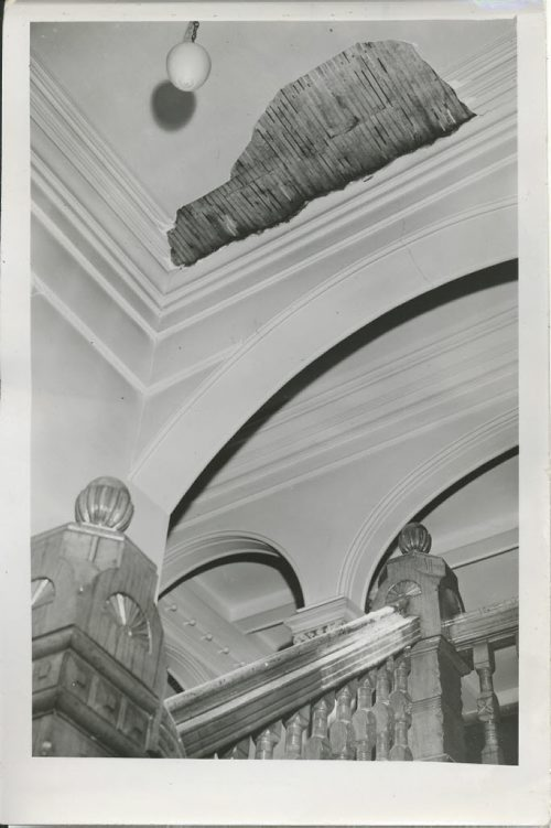Winnipeg Free Press Archives Winnipeg Old City Hall (5) Sept. 18, 1951  Missed by minutes! Heavy Jumps of plaster  from this section  of the city hall council chamber ceiling plummeted 15 feet to the stairs below Monday night, moments after the last spectator had left the public gallery. The caved-in section of plaster was about three inches thick and covered an area about two feet by six feet in size. fparchive
