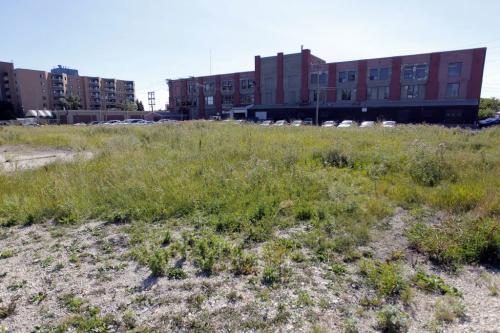 City property behind Mulvey Ave East near Osborne. August 30, 2012  BORIS MINKEVICH / WINNIPEG FREE PRESS