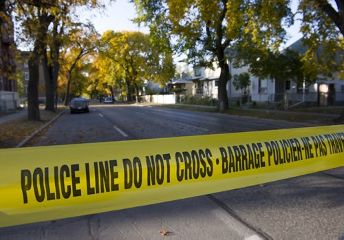 120929 Winnipeg - Police investigate an early morning double shooting in the West End. Maryland Street and McGee Street are both closed between Sargent Avenue and Wellington Avenue.  DAVID LIPNOWSKI / WINNIPEG FREE PRESS police tape