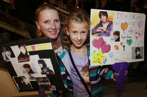 October 18, 2012 - 121017  -  Leanne and Tessa (8) Barcellona came to watch Justin Bieber perform at the MTS Centre Thursday October 18, 2012.  John Woods / Winnipeg Free Press