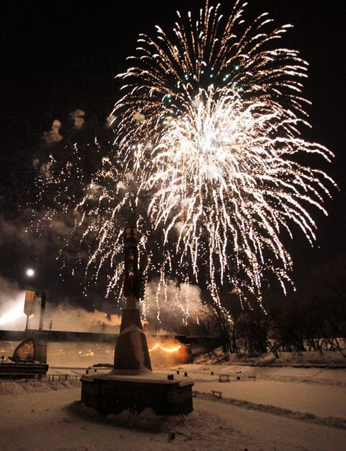 December 31, 2012 - 121231 - New Year's Eve fireworks at The Forks December 31, 2012.  John Woods / Winnipeg Free Press