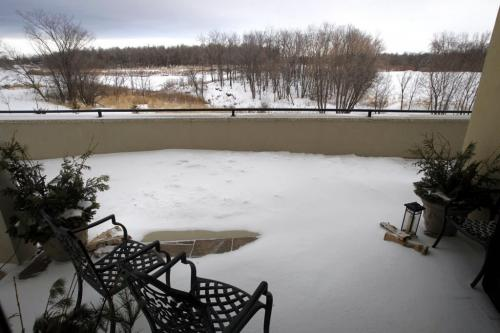 Homes. The Renaissance, unit 103- 3420 Pembina Hwy. Patio view towards the Red River.The realtor is Ed Dale Jr.Todd Lewys story    . (WAYNE GLOWACKI/WINNIPEG FREE PRESS) Winnipeg Free Press  Jan. 7 2013