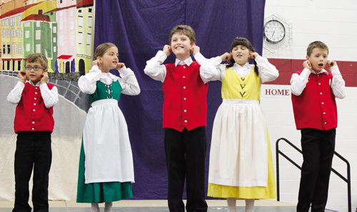 Canstar Community News Aug. 14 -- The youngest dance troupe at the Slovenian pavilion is getting silly with the audience. (PHOTO BY CINDY CHAN) METRO