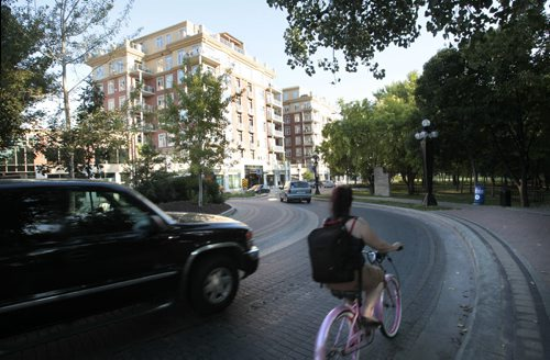 49.8. The urban landscape architecture of Waterfront Drive .  Mary Agnes Welch is focusing on five examples of where it works well in Winnipeg and one wasted opportunity  Wayne Glowacki / Winnipeg Free Press Aug. 28 201