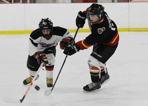 December 15, 2013 - 131215  -  Josh Gardiner (10) of the 12A1 Fort Garry North Flyers plays the 12A1 Dakota Lazers at St Vital Arena Sunday, December 15, 2013. John Woods / Winnipeg Free Press