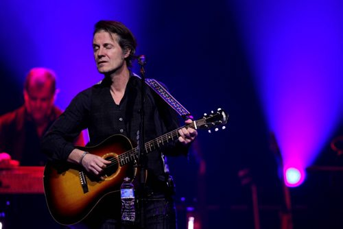 BLUE RODEO AT MTS CENTRE - Jim Cuddy performs to the crowd. BORIS MINKEVICH / WINNIPEG FREE PRESS. JAN 23, 2014