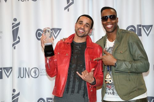 JRDN, left, receives the 2014 JUNO for R&B/Soul Recording of the Year with the recording Can't Choose ft. Kardinal Offishall, right, at the RBC Convention Centre in Winnipeg on Saturday, March 29, 2014. (Photo by Crystal Schick/Winnipeg Free Press)